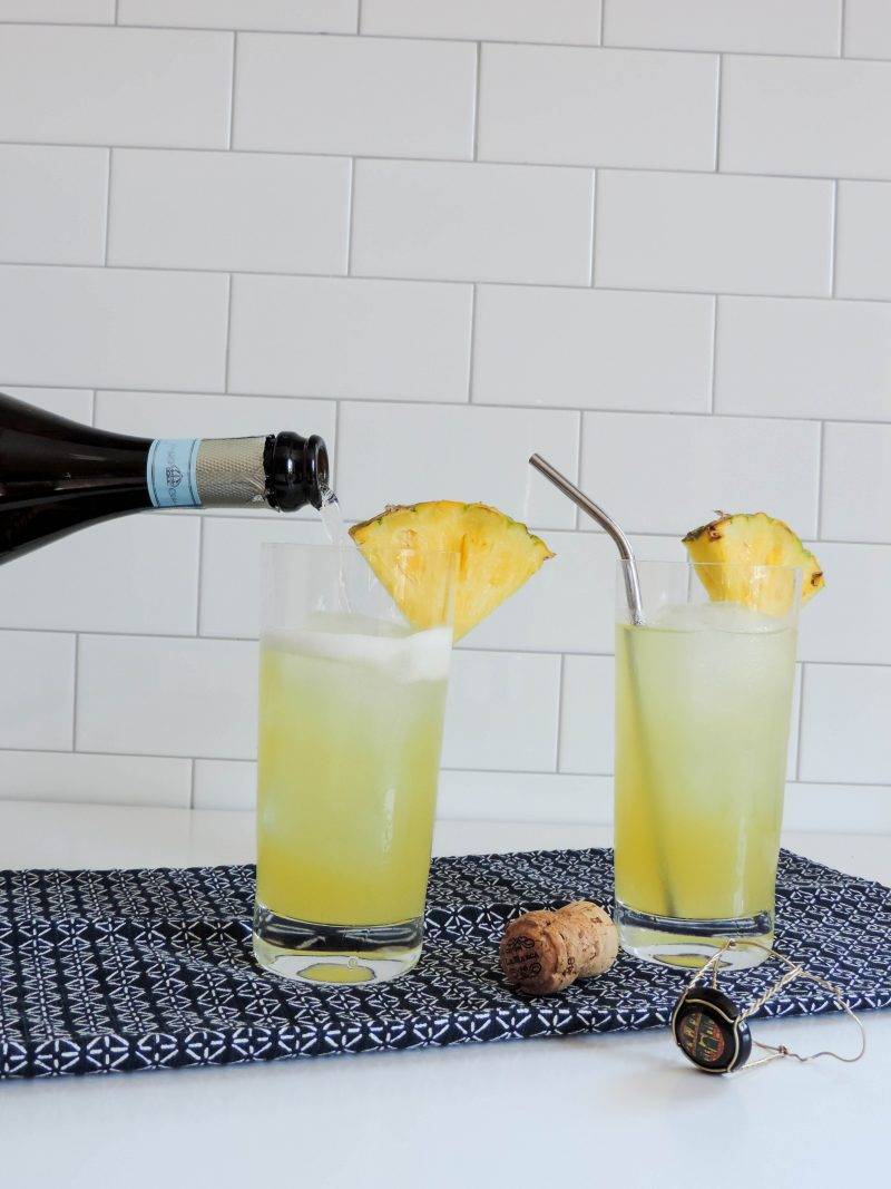 Sparking pineapple vodka cocktail boston chic party for Drinks with prosecco and vodka