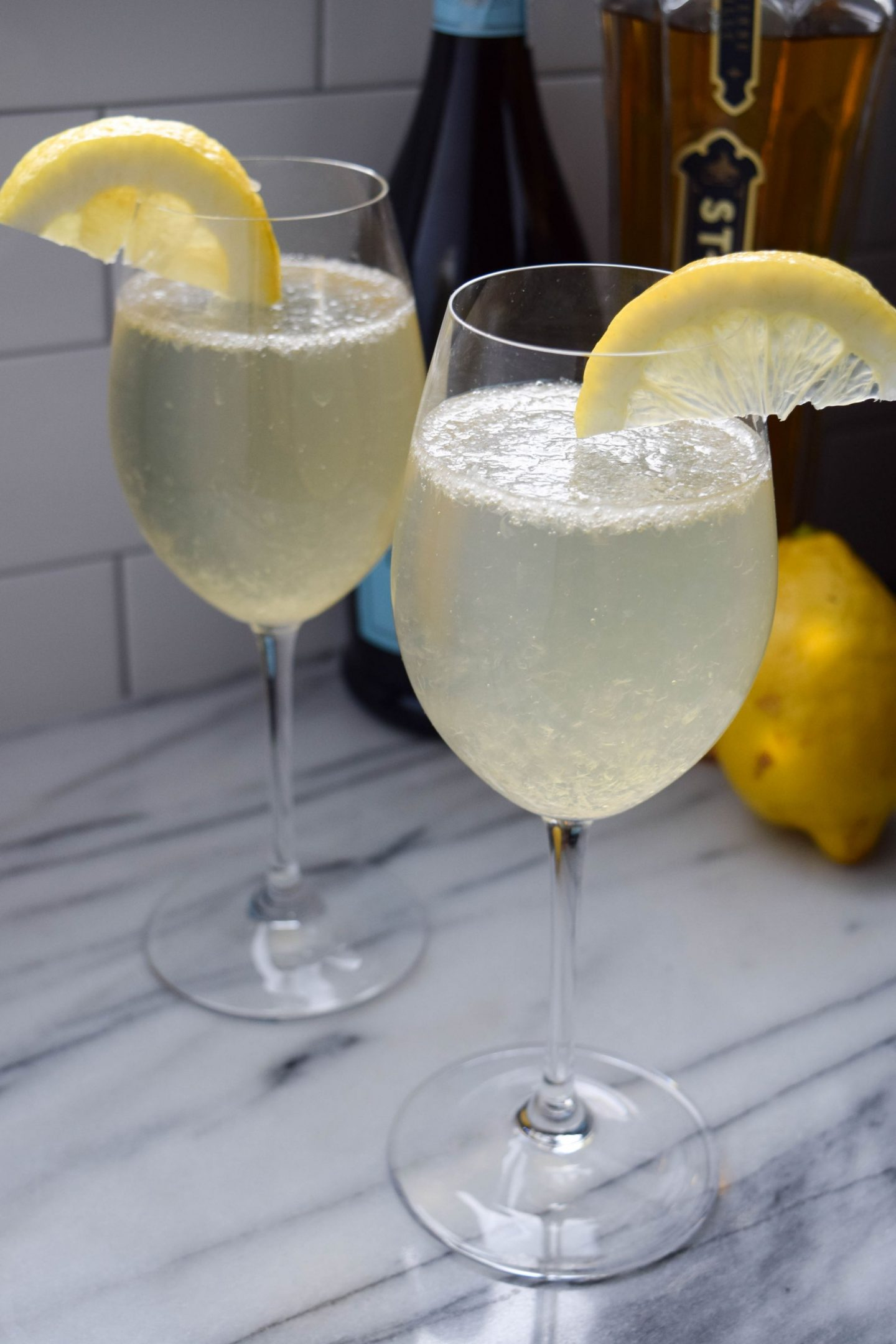 Sparkling Summer Lemonade Cocktail